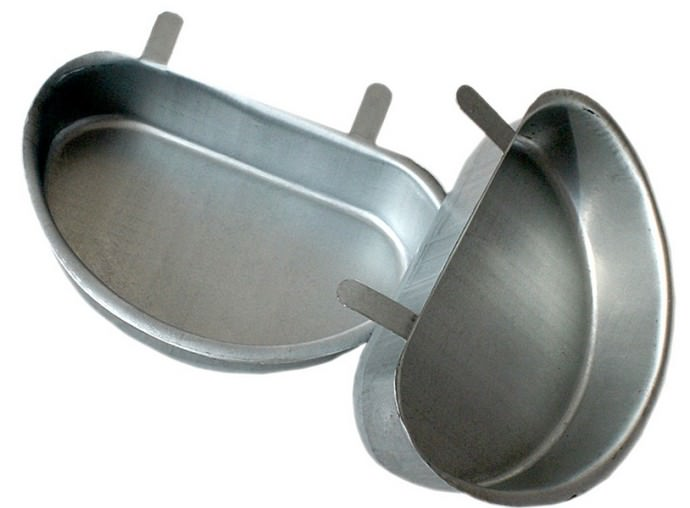Качественная чашечная поилка должна быть изготовлена из оцинкованного железа